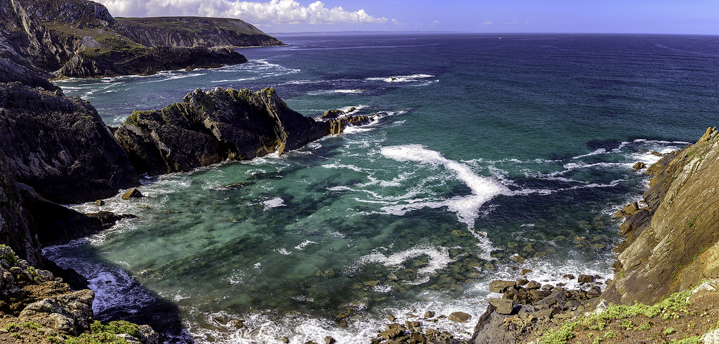 Places to See in Brittany: Photo of the rugged coastline